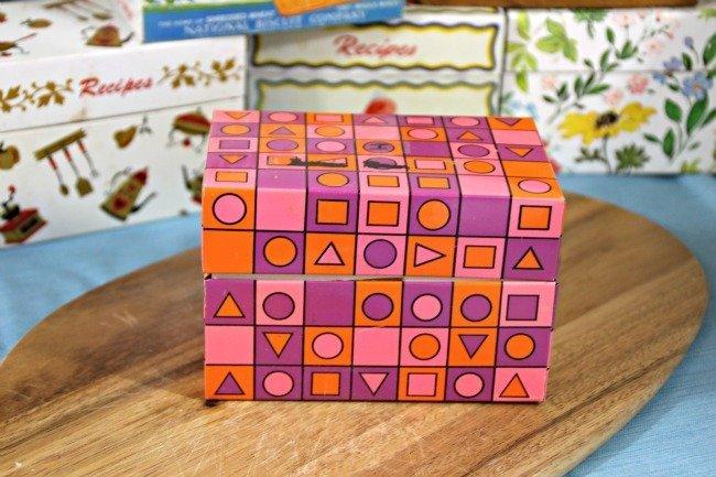VRP007 - Colorful Geometric Shapes Tin Box