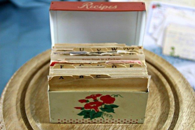 VRP014 - Red & White Tin Box