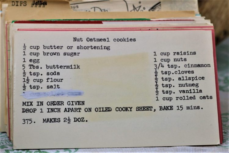 Nut Oatmeal Cookies
