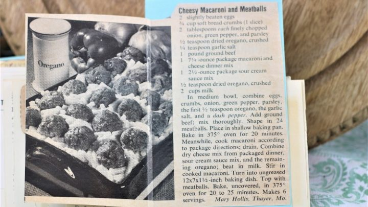 Cheesy Macaroni and Meatballs