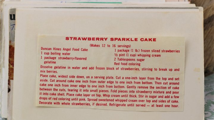 Strawberry Sparkle Cake e1544644084547